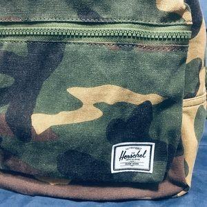 💥Hershel's🌿 CAMO 🍃mini Backpack